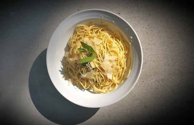 Linguine, garlic, olive oil, sage
