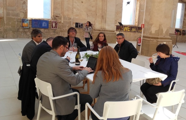 Los Canadienses taste with the winemakers of Terra Alta at Codera d'Ebre<br /> photo (c) La Botera
