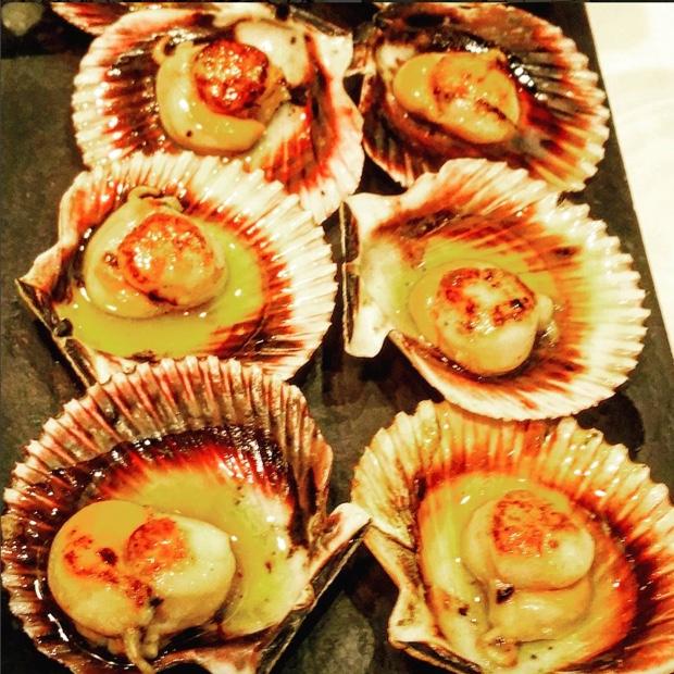 Gastranomia Zarogazana 101 at #Palomeque...Zamburiñas Gallegas with Paniza Rosé @winesofgarnacha #Zaragoza #aragon #espana #scallops