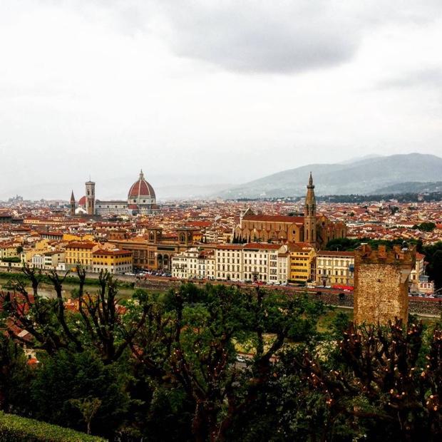 the-sheer-breadth-of-ilduomo-is-just-amazing-firenze-piazzamichelangelo-brunelleschi-toscana
