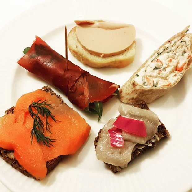 its-only-love-when-french-and-danish-friends-do-dinner-michaelwuertz-herring-foiegras